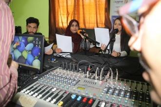Groupe animation et techniques journalistiques: séance radio